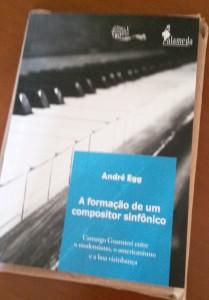 O livro ainda não saiu, mas já está editado (vai entender)