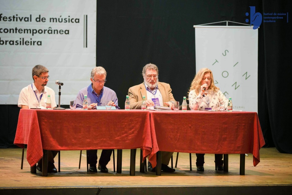 Participantes da mesa redonda: André Egg, João Guilherme Ripper, Acchille Picchi, Iracele Vera Lívero (foto da Sintonize na Cultura)