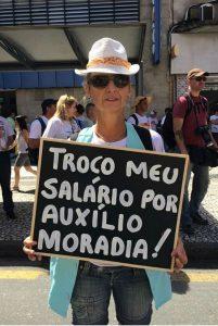 Professores protestaram em 2015 - salário menor que o auxílio moradia do judiciário